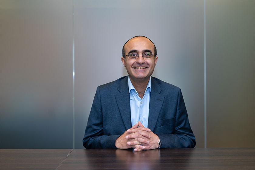 mdkn image of businessman sat